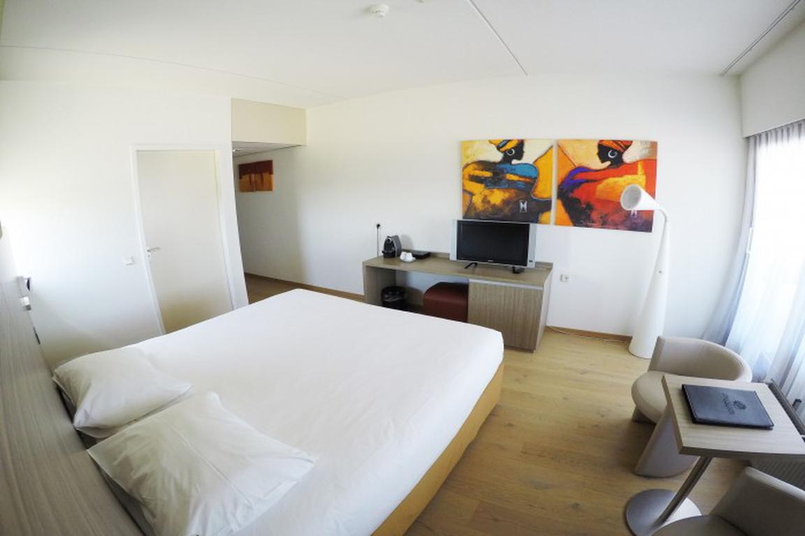 """Doppelzimmer mit Meerblick im """"Strandhotel"""" Cadzand-Bad"""