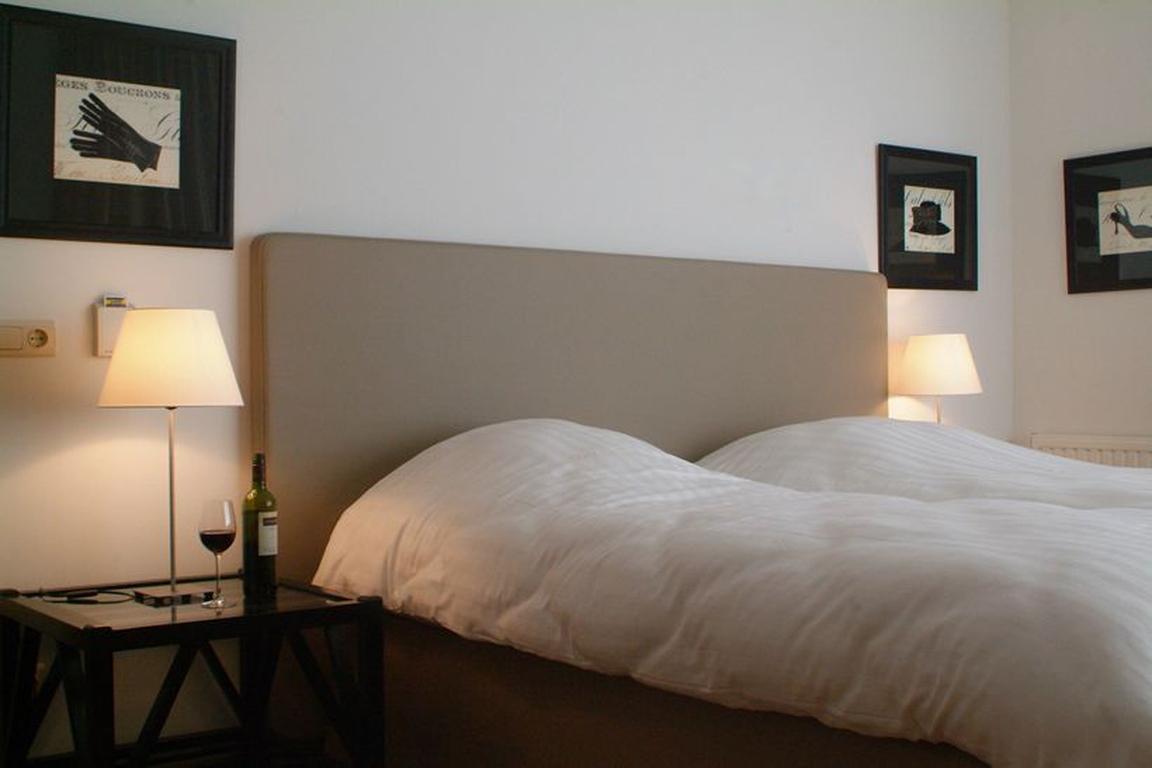 """Luxus-Doppelzimmer mit Landblick im Hotel """"de Wielingen"""" in Cadzand-Bad"""